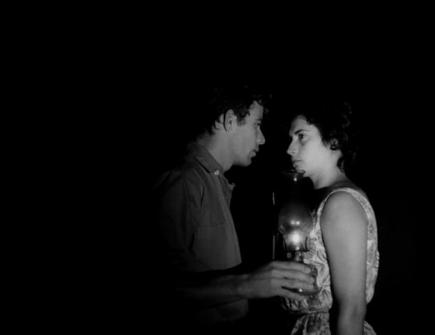 PORTO DAS CAIXAS (1962): Vestígios de um abandono
